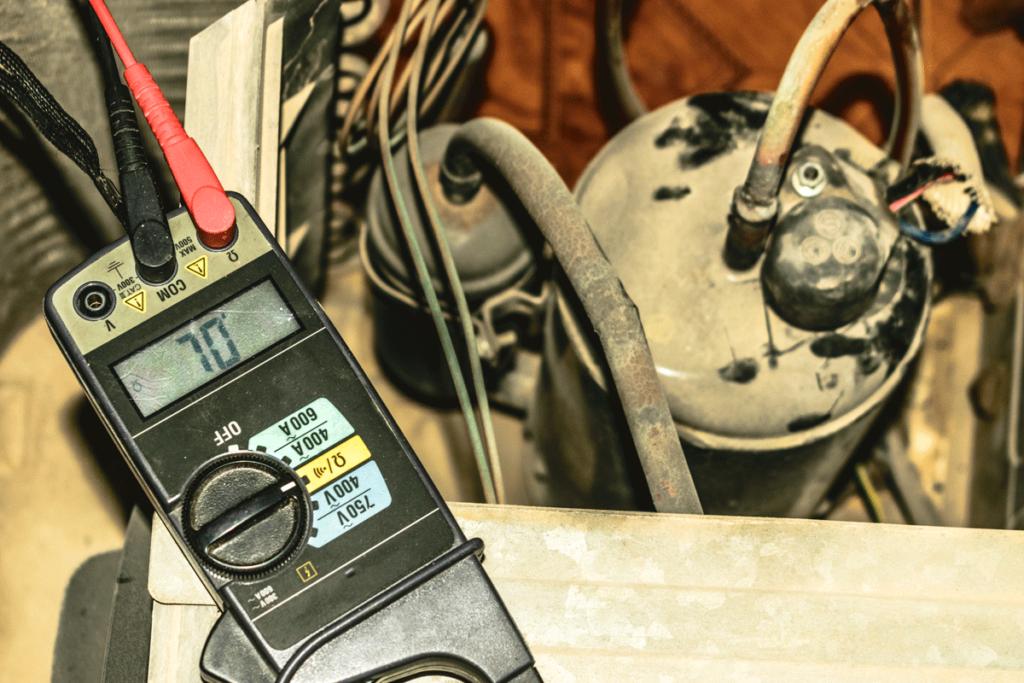 Freon gauge checks level